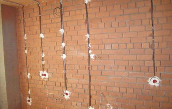 разводка проводов в кирпичной стене