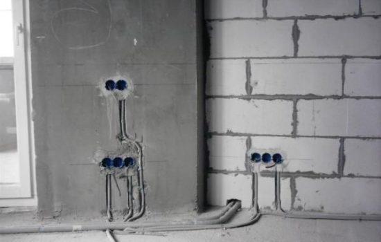 монтаж электропроводки в кирпичной стене