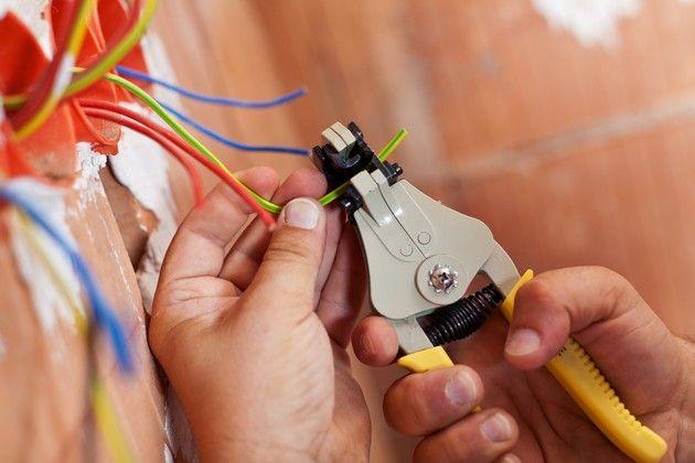Проводка без штробления стен - зачистка проводов