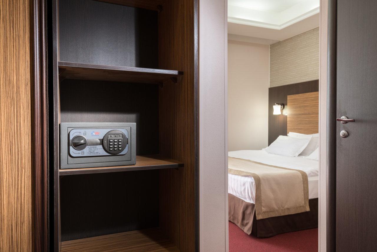 Как выбрать сейф для гостиницы?