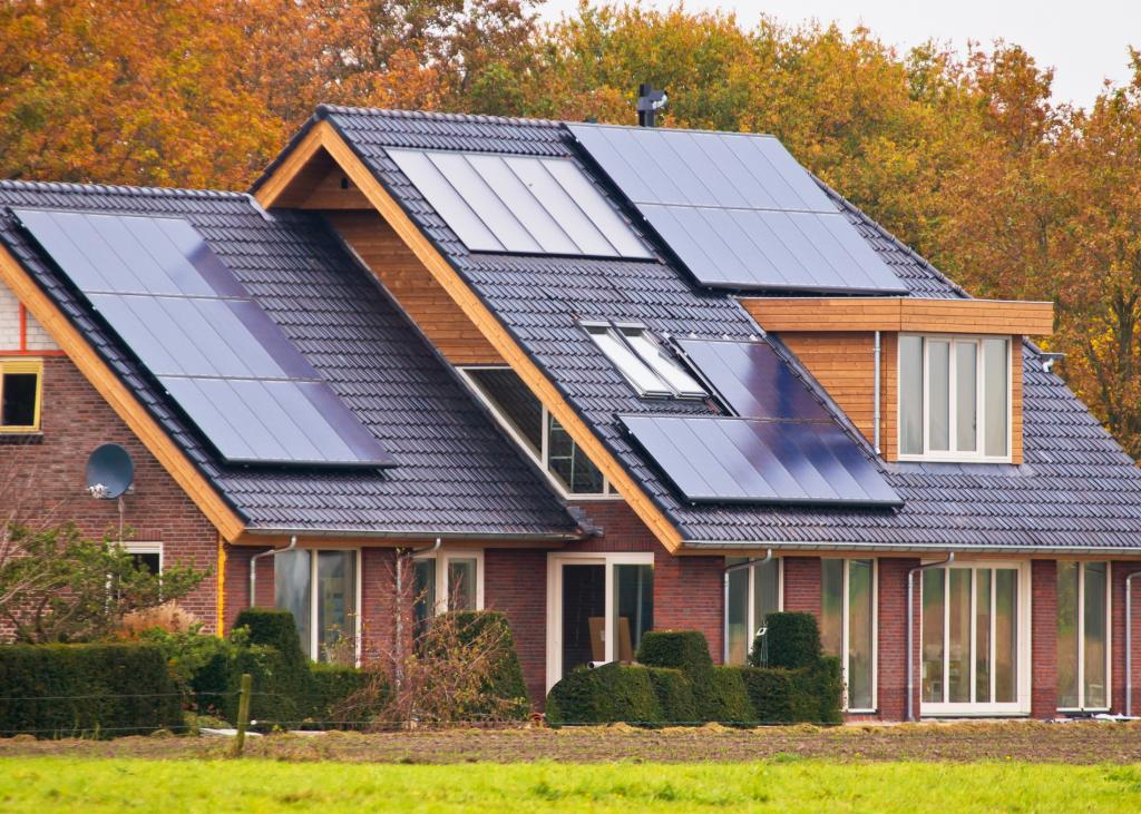 Как выбрать солнечные батареи для частного дома: типы, критерии выбора, установка, дополнительное оборудование, принцип работы